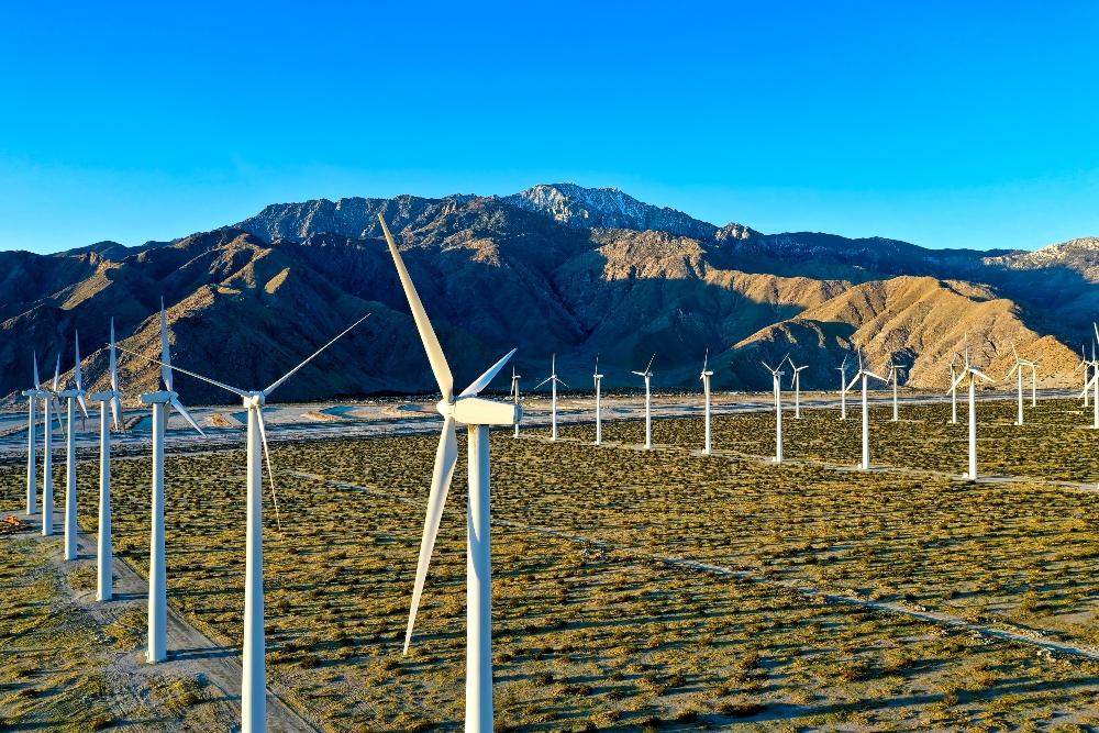 dronebase-wind-turbines-drones